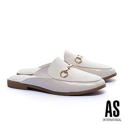 拖鞋 AS 經典潮流金屬馬銜釦漆皮穆勒低跟拖鞋-白