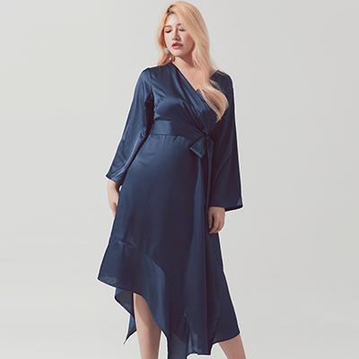 AIR SPACE PLUS 不規則裙擺交叉領綁帶緞面洋裝(藍)