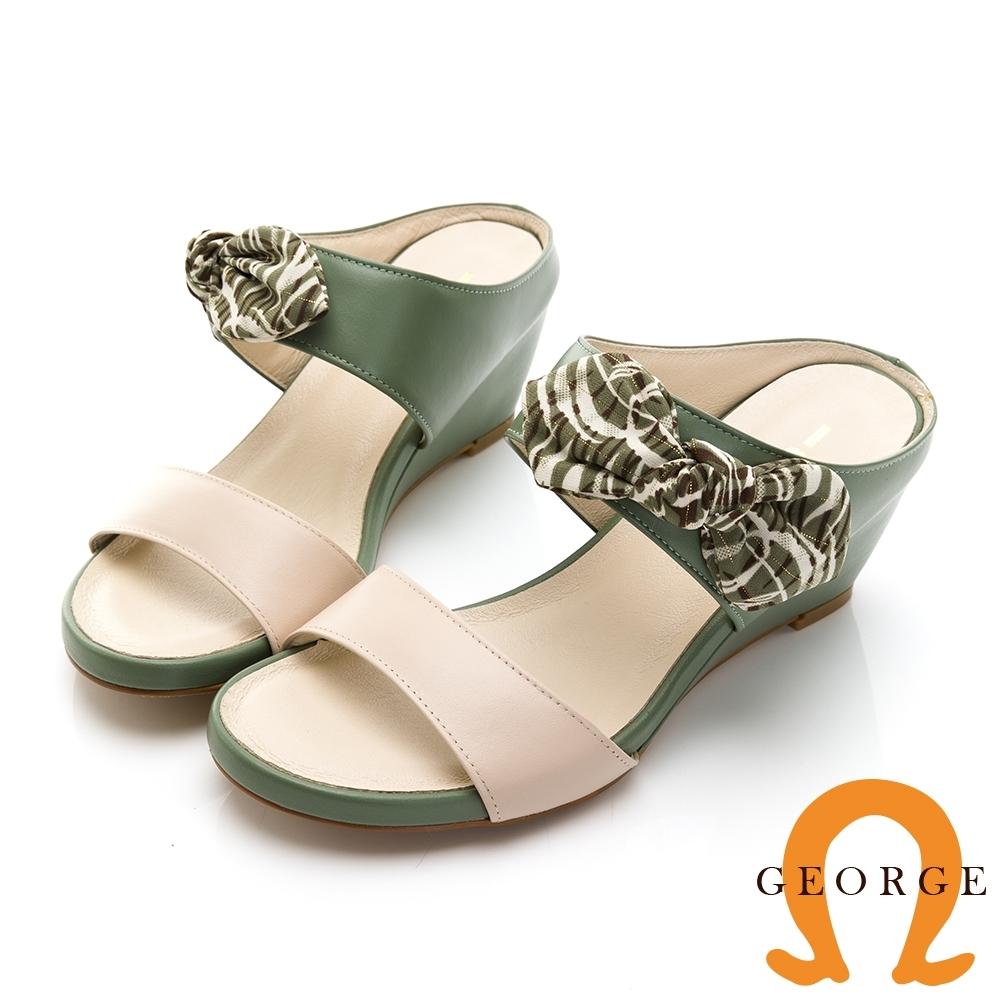【GEORGE 喬治皮鞋】簡約雙色一字帶楔型拖鞋-芥綠