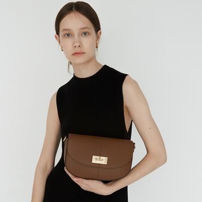 【Elegance】TOV 轉鎖牛皮側背包-棕色