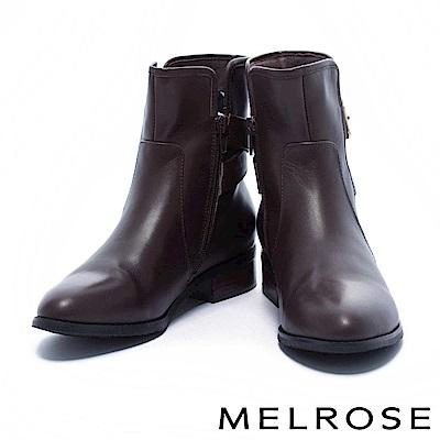 短靴 MELROSE 獨特側剪裁金釦後繫帶牛皮粗低跟短靴-咖