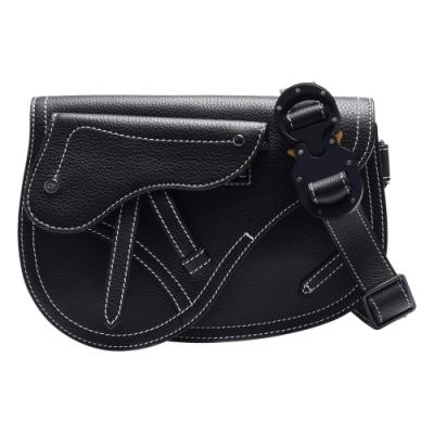 Dior 經典Saddle系列經典白色縫線粒面小牛皮斜背馬鞍包(黑)