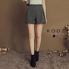 東京著衣-KODZ 美腿修身金屬釦環打褶設計條紋短褲-S.M.L(共二色)