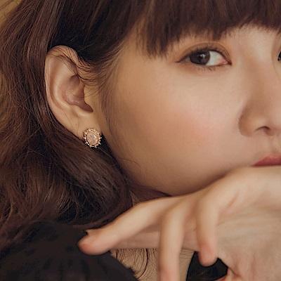 亮鑽珍珠金色鑲邊典雅氣質耳針式耳環-OB大尺碼