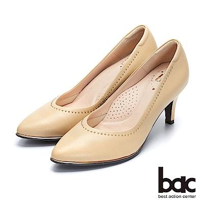 bac經典回歸-微深V口點綴鉚釘尖頭高跟鞋