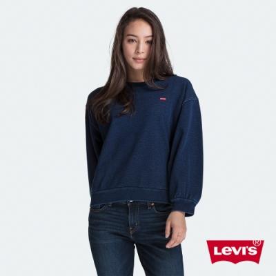 Levis 女款 大學T 精工藍染 迷你布章Logo 寬鬆落肩 燈籠袖