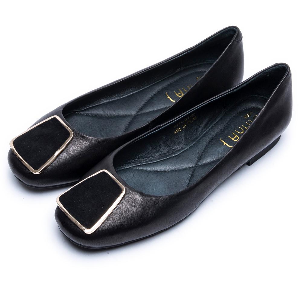 DIANA 氣質優雅--簡約方釦真皮平底娃娃鞋-黑