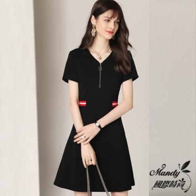 Mandy國際時尚 時髦修身撞色條紋拉鍊短袖洋裝 (1色)【法式服飾】