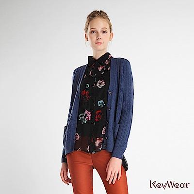 KeyWear奇威名品    麻花長袖v領針織外套-淺藍色