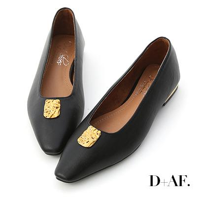 D+AF 魔幻寶盒.圖騰飾釦鍍金跟平底鞋*黑