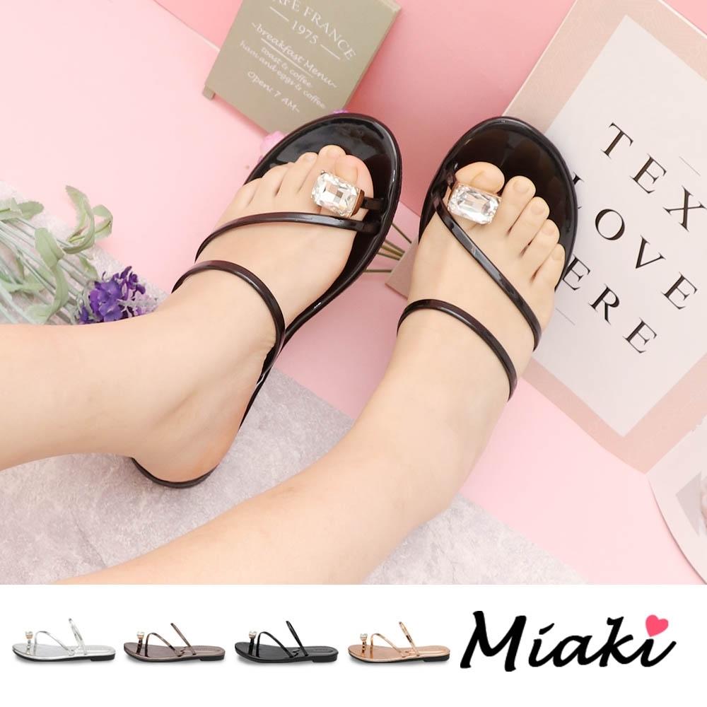 Miaki-涼鞋.金屬感夏日亮眼平底涼鞋 (黑鏡色)