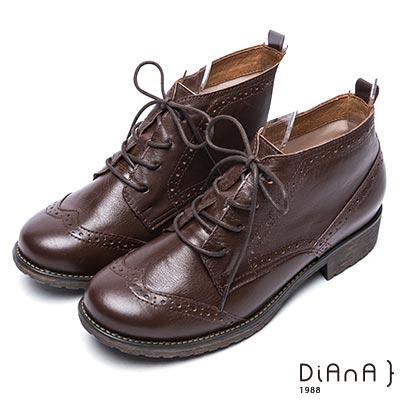 DIANA 復古英倫-牛津雕花綁帶真皮短靴-咖