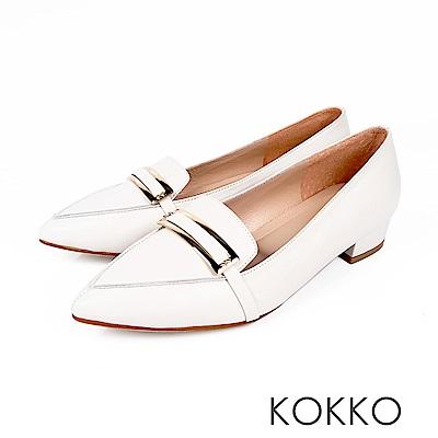 KOKKO  - 書頁翻飛金扣軟羊皮尖頭樂福鞋-糖粉白