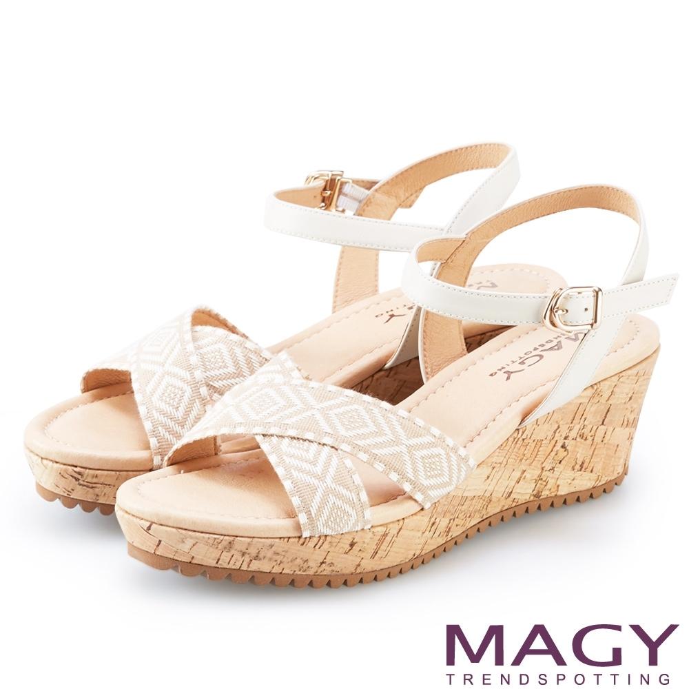 MAGY 織帶圖騰皮革楔型涼鞋 米色