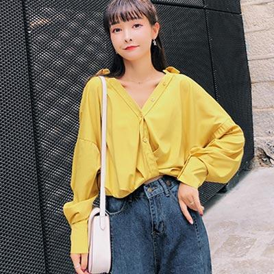 V領前短後長排扣寬鬆襯衫 (共三色)-Kugi Girl