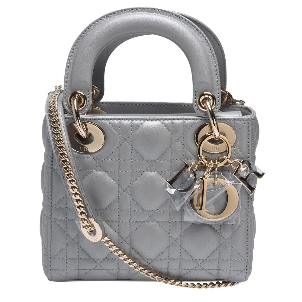 Dior Lady Dior系列珠光小羊皮金色LOGO吊飾手提/肩揹包(迷你-乳灰色)