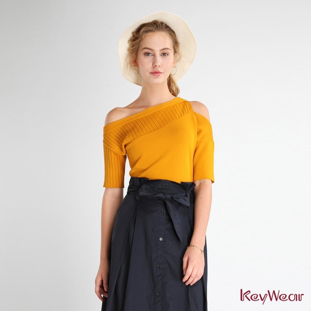 KeyWear奇威名品    百搭斜肩短袖針織上衣-芥茉黃色