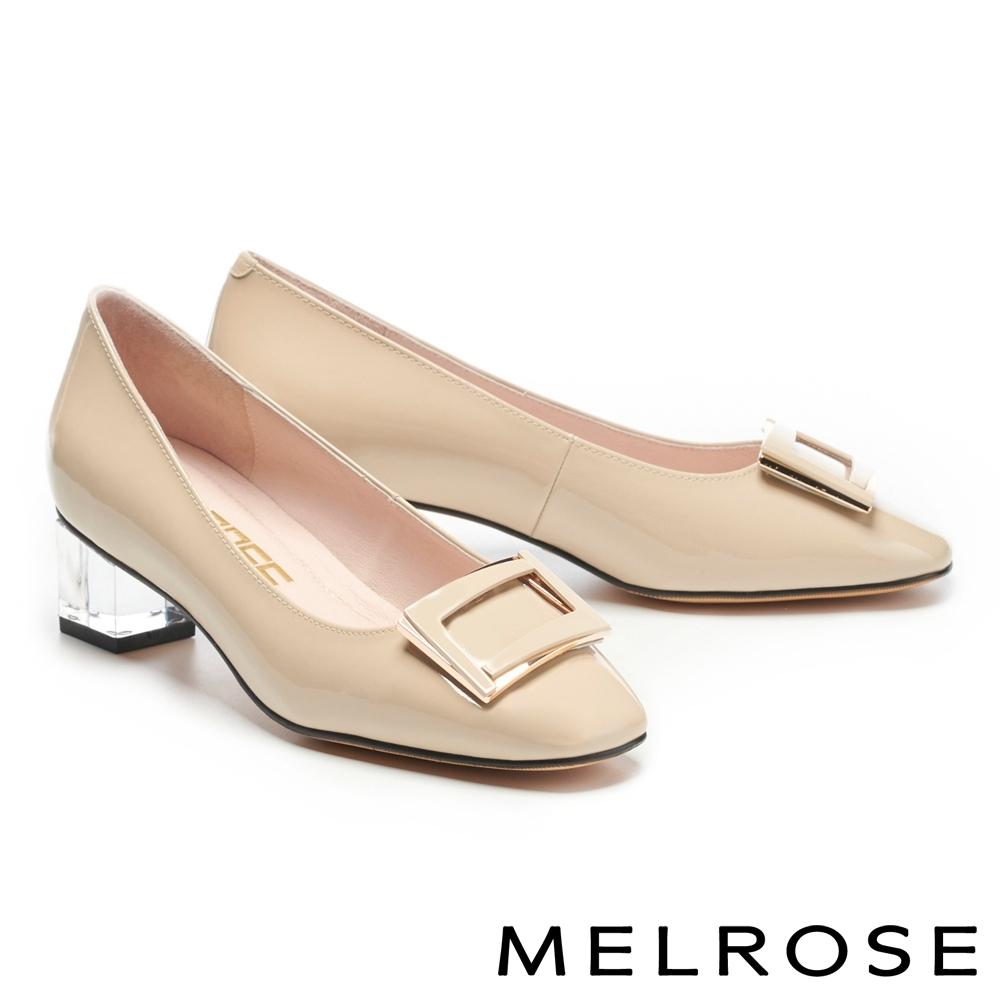 低跟鞋 MELROSE 經典時髦鏡面烤漆方釦透明粗低跟鞋-米
