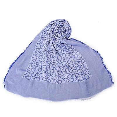 Calvin Klein CK滿版LOGO絲質披肩圍巾-藍色