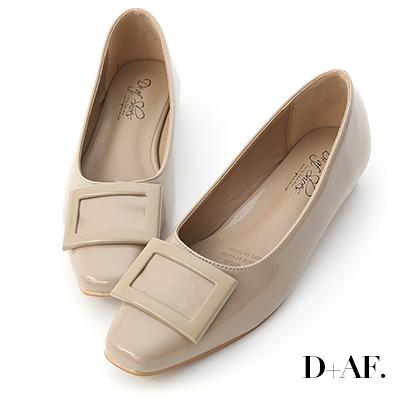 D+AF 質感典藏.大方釦漆皮方頭娃娃鞋*杏