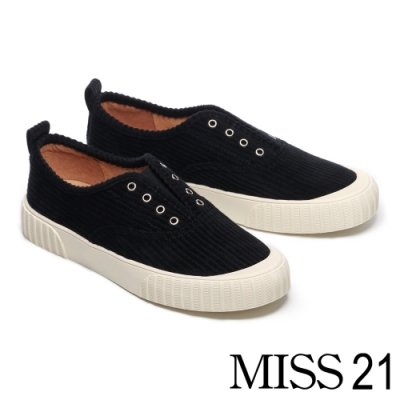 休閒鞋 MISS 21 簡約復古無綁帶壓紋絨布厚底休閒鞋-黑