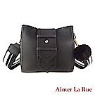 Aimer La Rue 瑞雪亞絨毛吊飾側背斜背包(黑色)