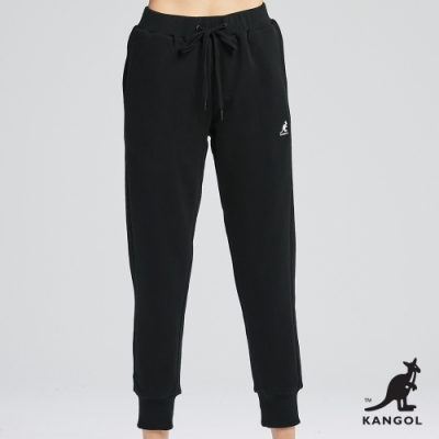 【KANGOL】小LOGO休閒縮口長褲-女-黑