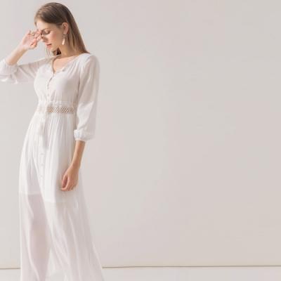 AIR SPACE 浪漫腰鏤空排釦綁帶開衩洋裝(白)