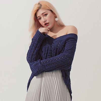 AIR SPACE PLUS V領鏤空麻花針織毛衣(藍)