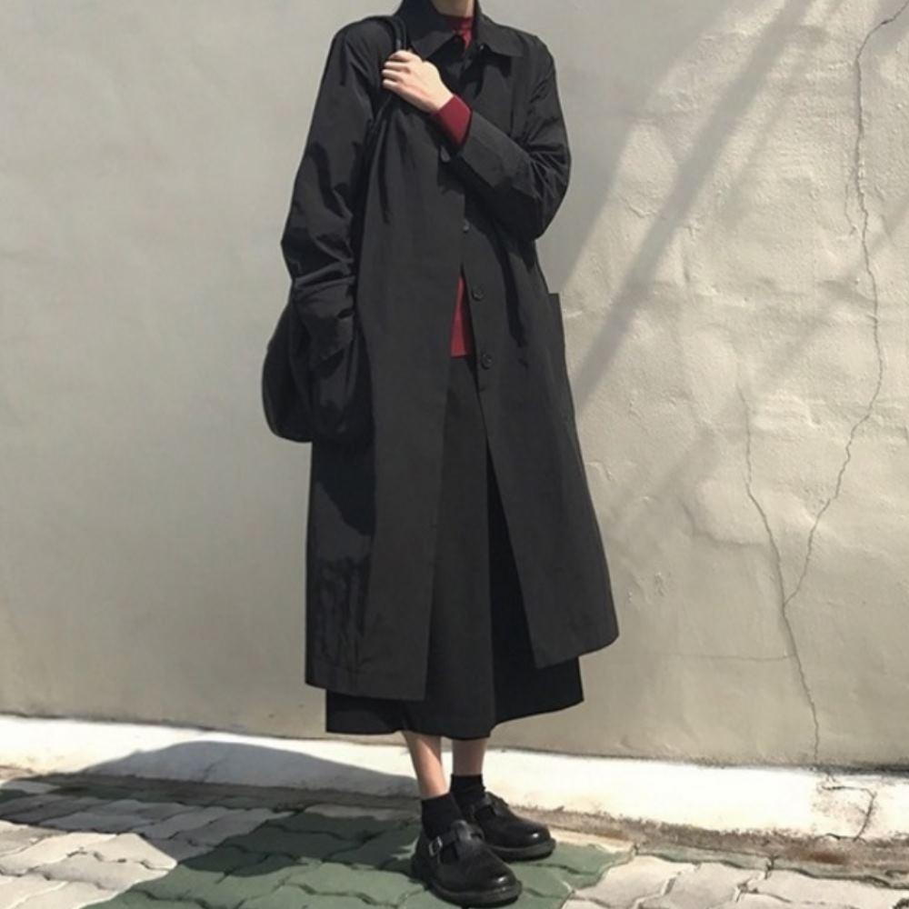 MOCO暗黑風黑色翻領排釦長版外套