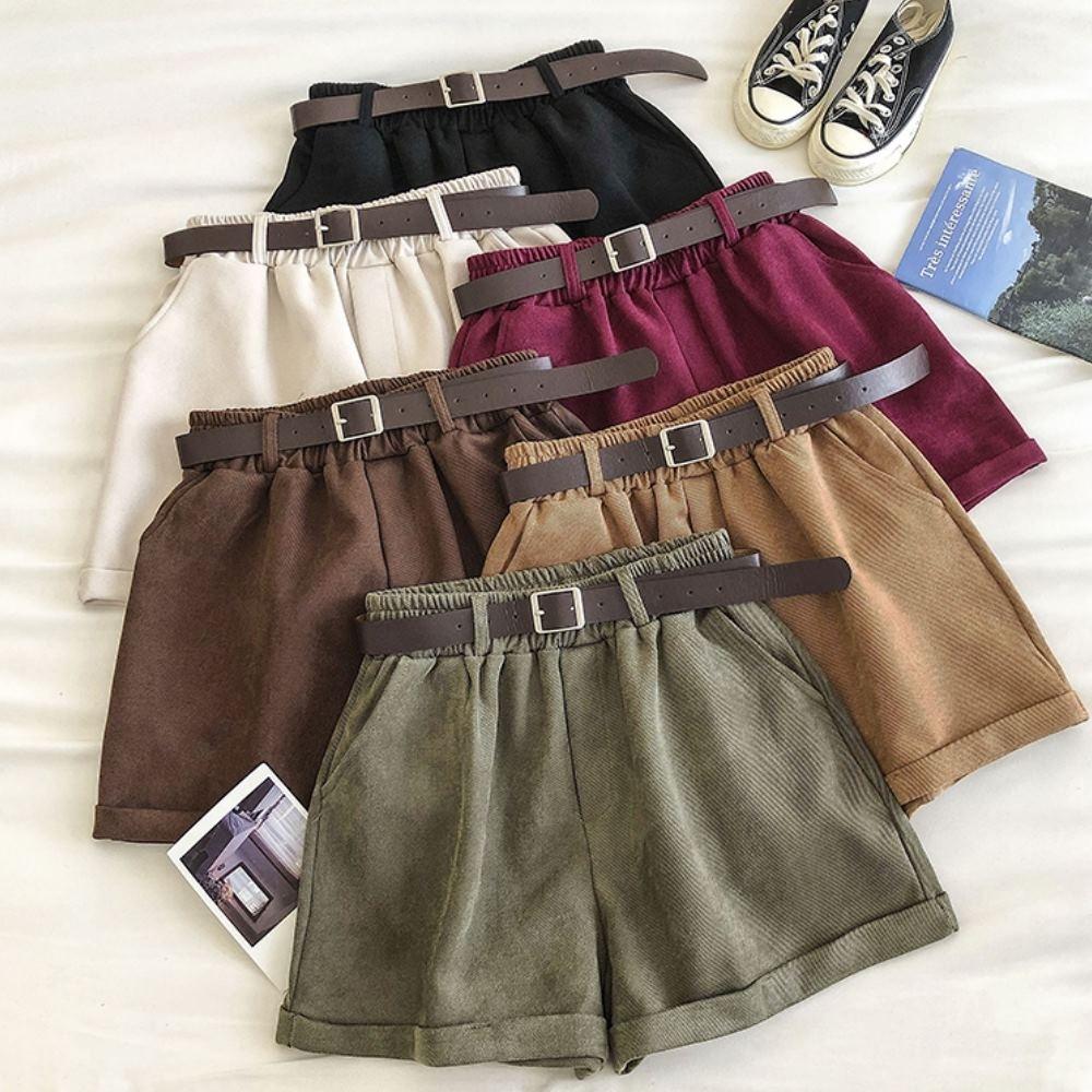 La Belleza素色鬆緊腰褲管卷邊側口袋燈芯絨闊腿短褲附皮帶
