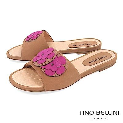 Tino Bellini 巴西進口簡約層次花朵平底涼拖鞋 _ 桃紅+駝