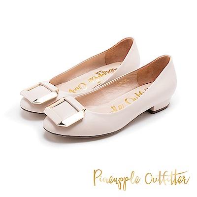Pineapple Outfitter 閃耀迷人 金屬方扣真皮低跟鞋-粉色