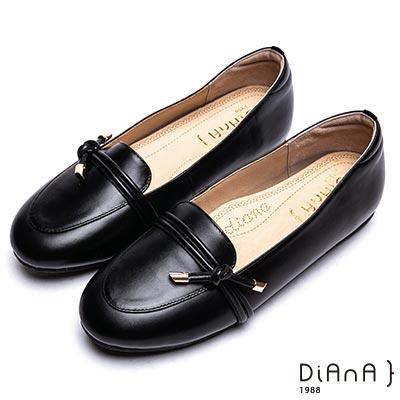 DIANA 漫步雲端厚切焦糖美人-扭綁線條經典真皮休閒鞋-黑