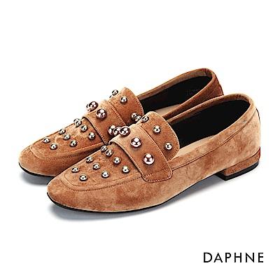 達芙妮DAPHNE 平底鞋-珠飾短絨低跟樂福平底鞋-杏