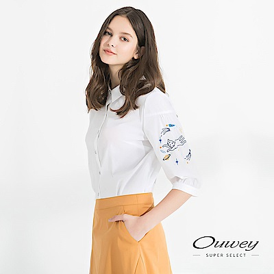 OUWEY歐薇 太空貓咪落肩刺繡棉質上衣(白)