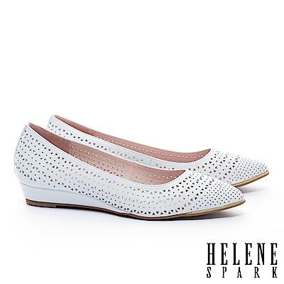 低跟鞋 HELENE SPARK 金屬風三角沖孔羊皮尖頭楔型低跟鞋-白
