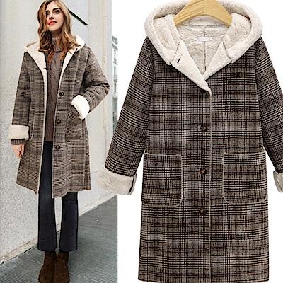 暢貨出清La Belleza毛呢格子內裡羊羔毛加絨排釦連帽大衣外套