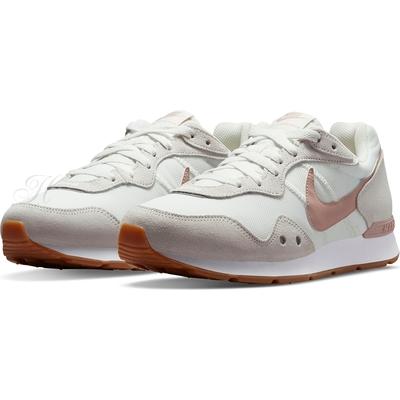 NIKE 慢跑鞋 運動鞋 麂皮 女鞋  白粉 DM8454106 WMNS NIKE VENTURE RUNNER WIDE