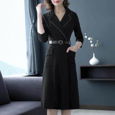 簡約鑲鑽邊西裝領收腰開岔洋裝M-2XL(共二色)REKO