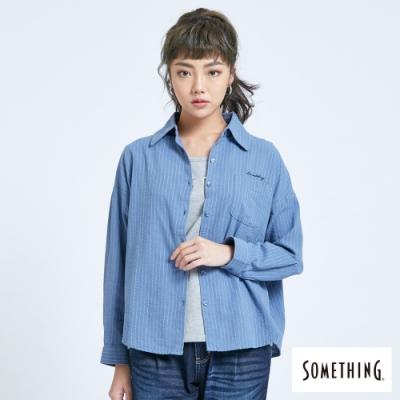 SOMETHING 率性中性風 長袖襯衫-女-灰藍色
