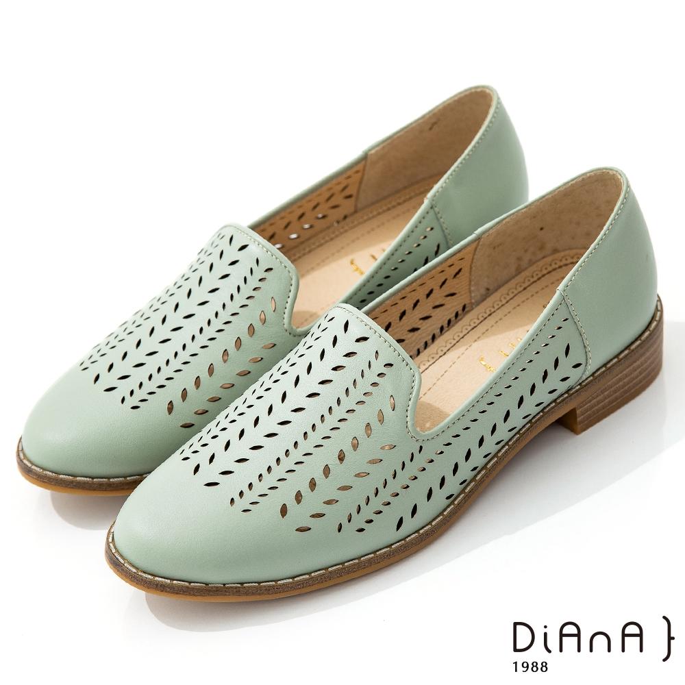 DIANA 3cm質感牛皮雷射沖孔圖形休閒鞋-漫步雲端焦糖美人-湖水綠
