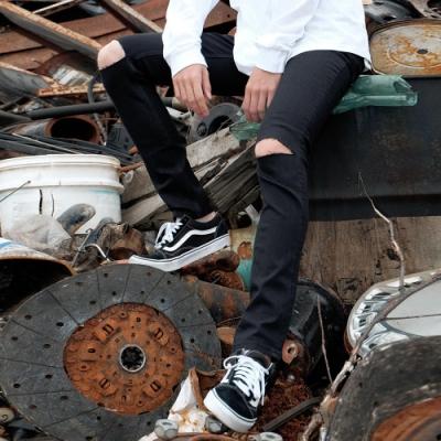 牛仔褲黑色素面窄管褲(1色) ZIP日本男裝