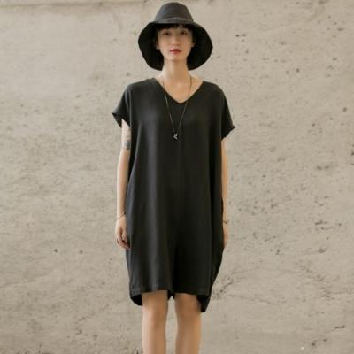 設計所在Style-RO風寬鬆V領中性休閒連身褲
