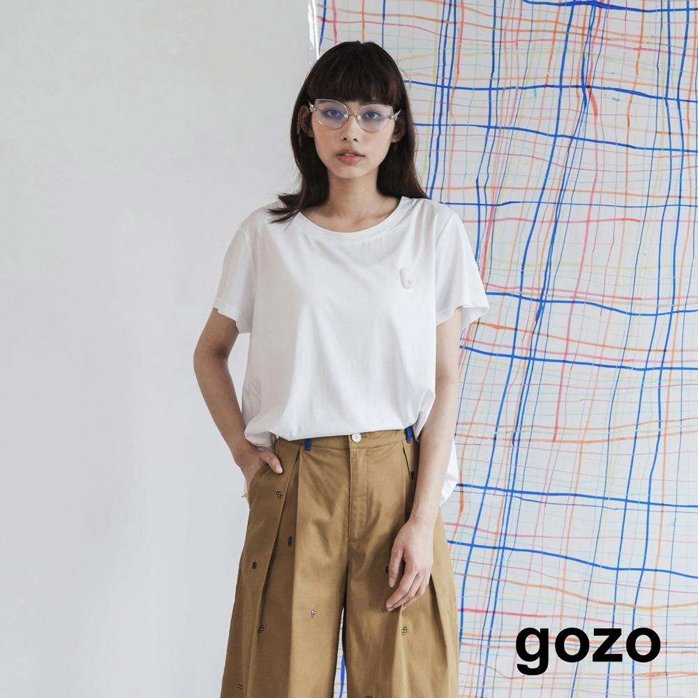 gozo-珍珠裝飾字母上衣-(兩色)