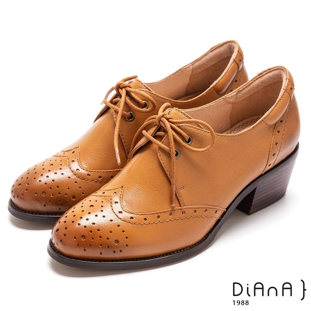 DIANA 刷色羊皮沖孔雕花粗跟綁帶牛津鞋-漫步雲端超厚切焦糖美人–棕