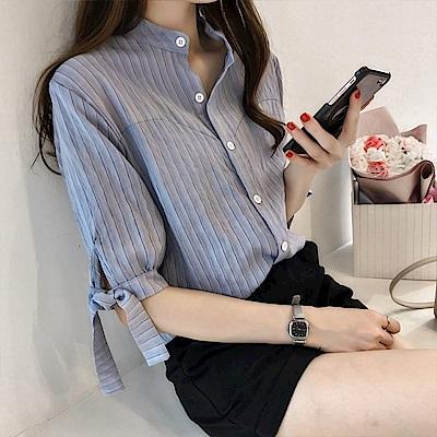 初色  蝴蝶結綁帶條紋襯衫-共2色-(M-2XL可選)