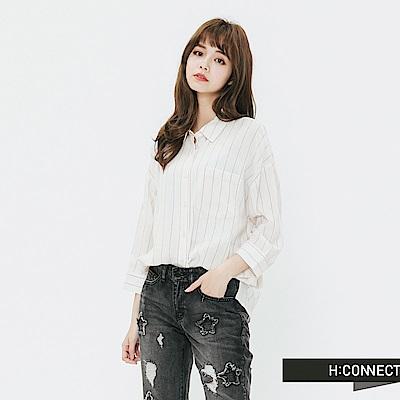 H:CONNECT 韓國品牌 女裝-清新直條紋單口袋襯衫-卡其