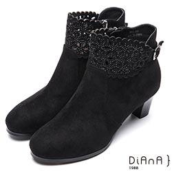 DIANA 極簡時尚—絨布縷花鑽飾側拉鍊短靴-黑