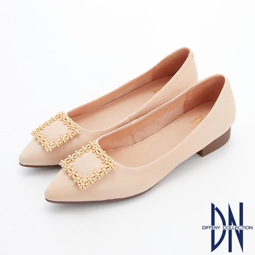 DN娃娃鞋_花漾飾扣素面羊皮尖頭平底鞋-米